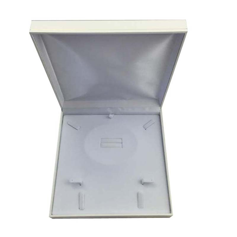 Large Premium White Leatherette Multi Purpose Set Gift Box. Dim 190(w) x 190(d) x 40mm(h).