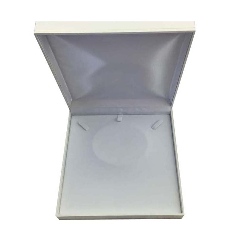 Large Premium White Leatherette Necklace Gift Box. Dim 190(w) x 190(d) x 40mm(h).