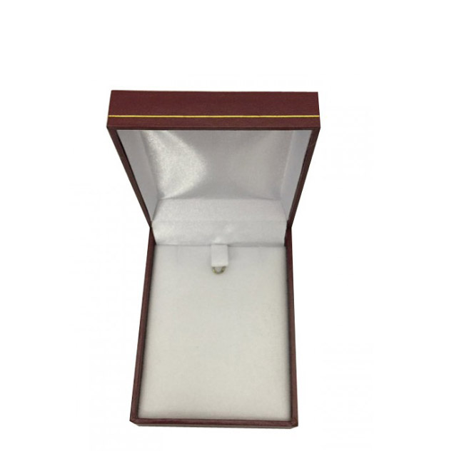 Price for 1 Premium Burgundy Leatherette Earring and Pendant Gift Box. Dim 64(w) x 82(d) x 25mm(h).
