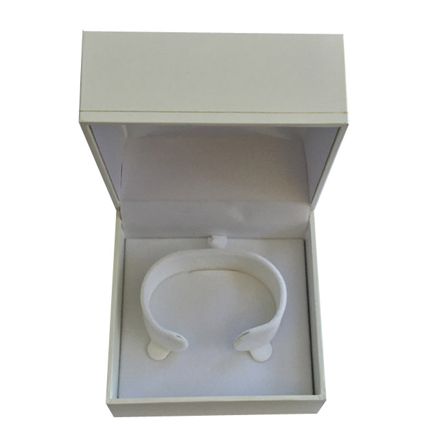 Price for 1 Premium White Leatherette Watch or Bangle Gift Box. Dim 90(w) x 90(d) x 60mm(h).