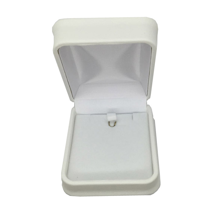 1 x Soft Padded Leatherette Earring or Necklace and Pendant Set Gift Box in White. Dim 70 x 78 x 40mm(h).