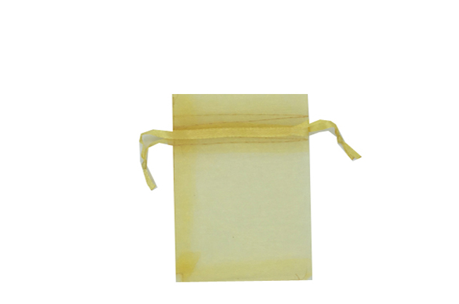 Plain Gold Organza Bags. Price for pack of 100. Dimensions 7cm(W) x 9.5cm(H).