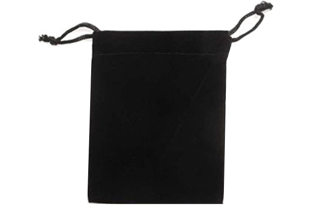 Velvet Bags Large Black Colour. Price for 100 bags. Dimensions 10cm(W) x 15cm(H).